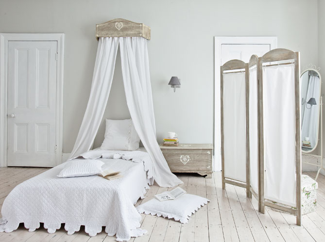 des ciels de lit et lits baldaquin pour r ver elle d coration. Black Bedroom Furniture Sets. Home Design Ideas