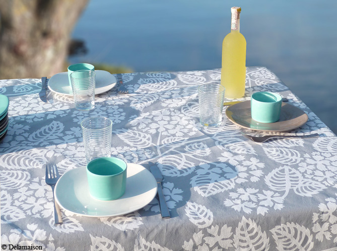 cap sur les tables de bord de mer elle d coration. Black Bedroom Furniture Sets. Home Design Ideas