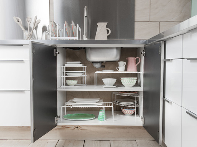 Des placards pratiques pour la cuisine elle d coration - Etagere a roulettes pour cuisine ...