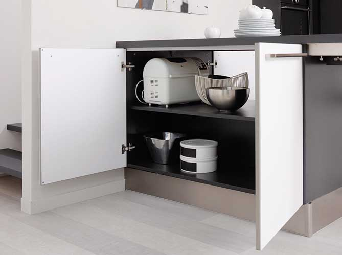 Des placards pratiques pour la cuisine elle d coration - Meuble sous plan de travail ...