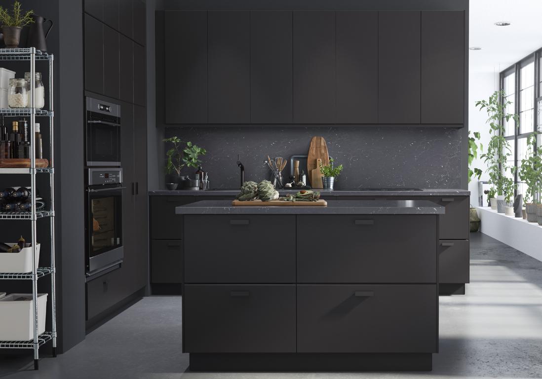 Une cuisine design pour un int rieur contemporain elle for Cuisine ikea noire