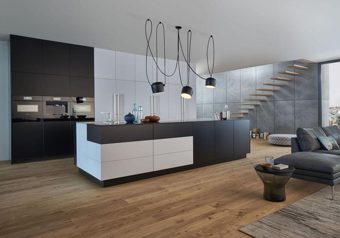 la cuisine noire et blanche plus contemporaine que jamais elle d coration. Black Bedroom Furniture Sets. Home Design Ideas