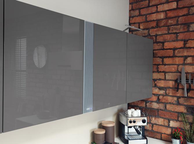 cuisine 12 astuces pour relooker facilement vos placards elle d coration. Black Bedroom Furniture Sets. Home Design Ideas