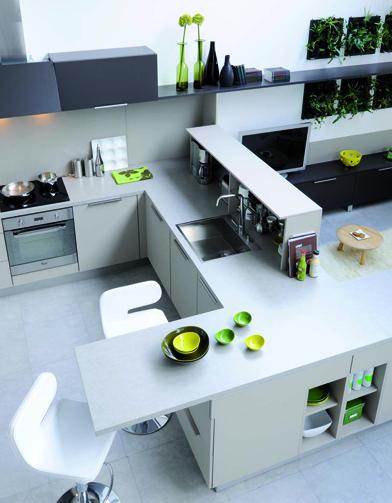 Une cuisine r invent e vive la couleur elle d coration - Cuisine et salon dans la meme piece ...