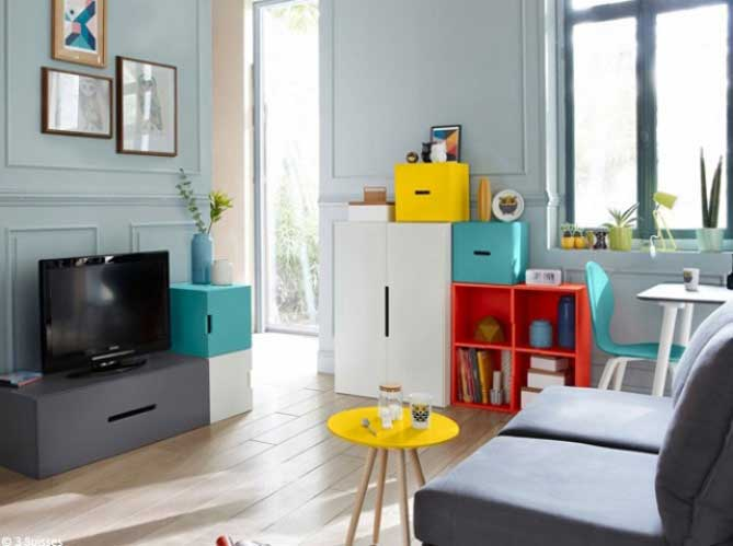 optez pour des rangements discrets comme le canapé ou le lit pourvu
