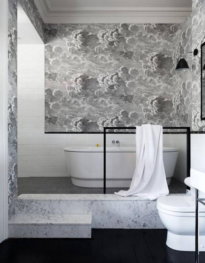 45 id es d co pour la salle de bains elle d coration - Papier peint dans salle de bain ...