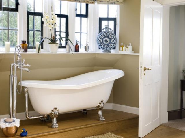 Salle de bains r tro nos 5 conseils elle d coration - Salle de bain avec bain sur pattes ...