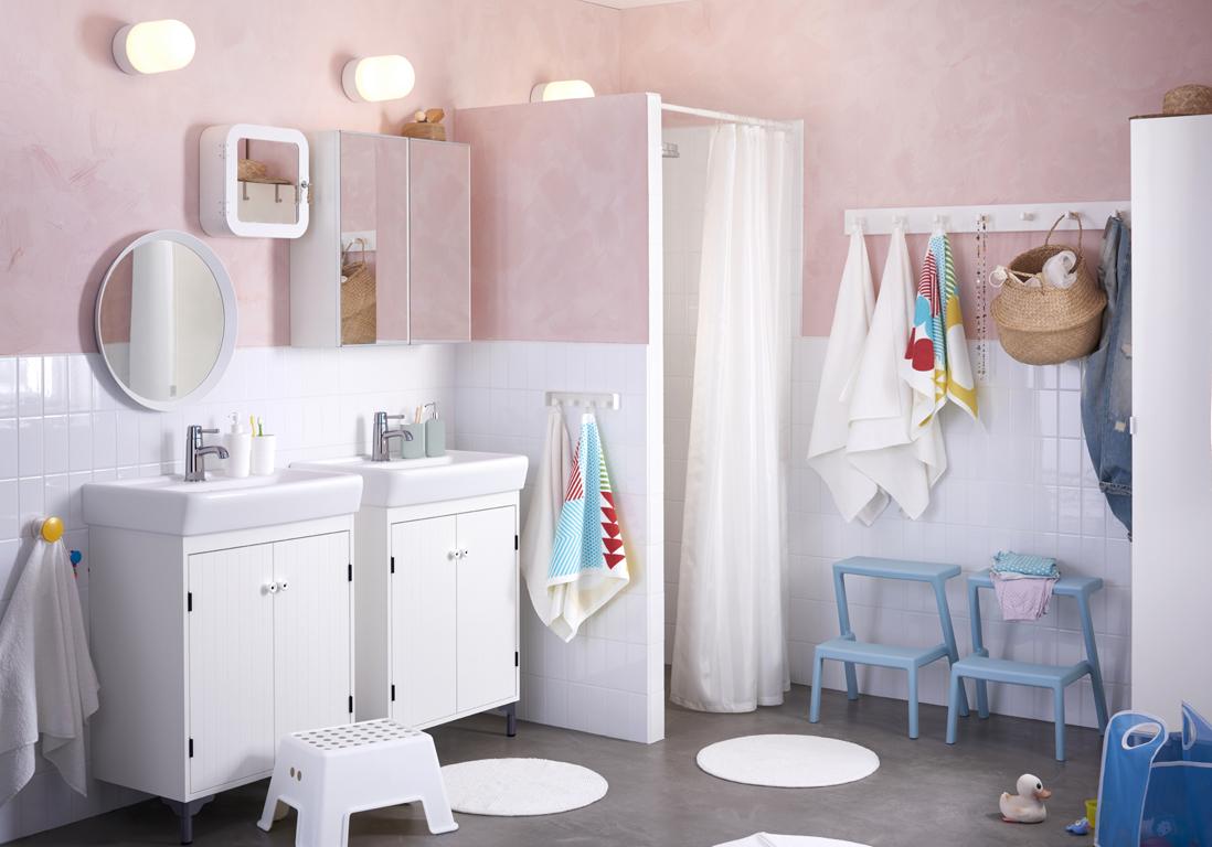 Salle de bain avec baignoire sur pied latest baignoire - Marche pied salle de bain ...