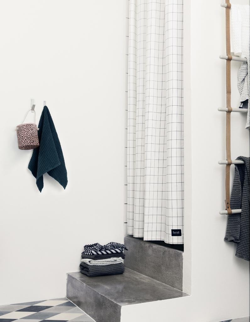 Rideau de douche 15 rideaux de douche pour une salle de bains d co elle d coration - Douche autobronzante paris 15 ...
