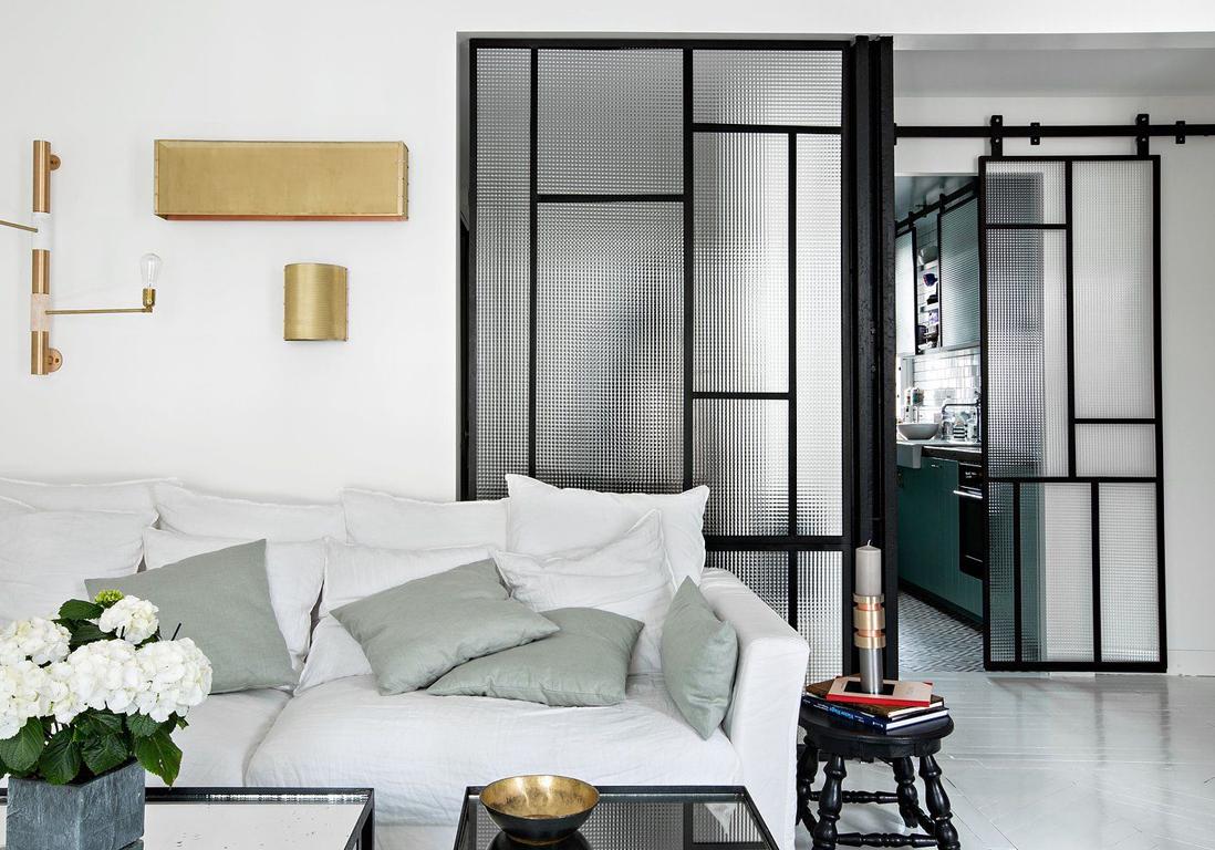 on vous prouve que la porte vitr e est la cloison. Black Bedroom Furniture Sets. Home Design Ideas