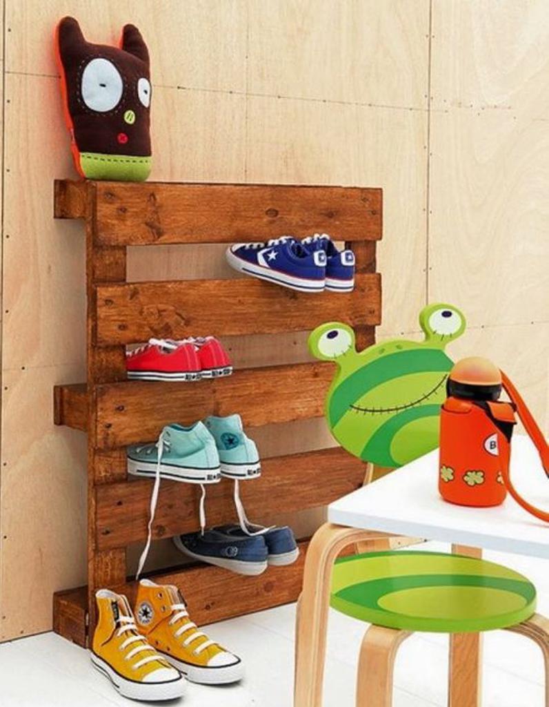 palette en bois transforme en meuble chaussures - Fabriquer Un Meuble A Chaussure Avec Des Palettes