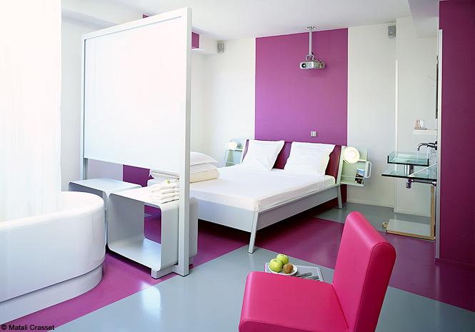 S paration d espace 10 solutions imagin es par des for Separation entre chambre et salle de bain