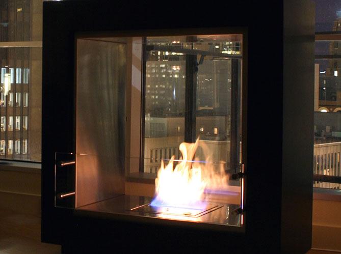 allumer le feu d 39 une chemin e thanol elle d coration. Black Bedroom Furniture Sets. Home Design Ideas