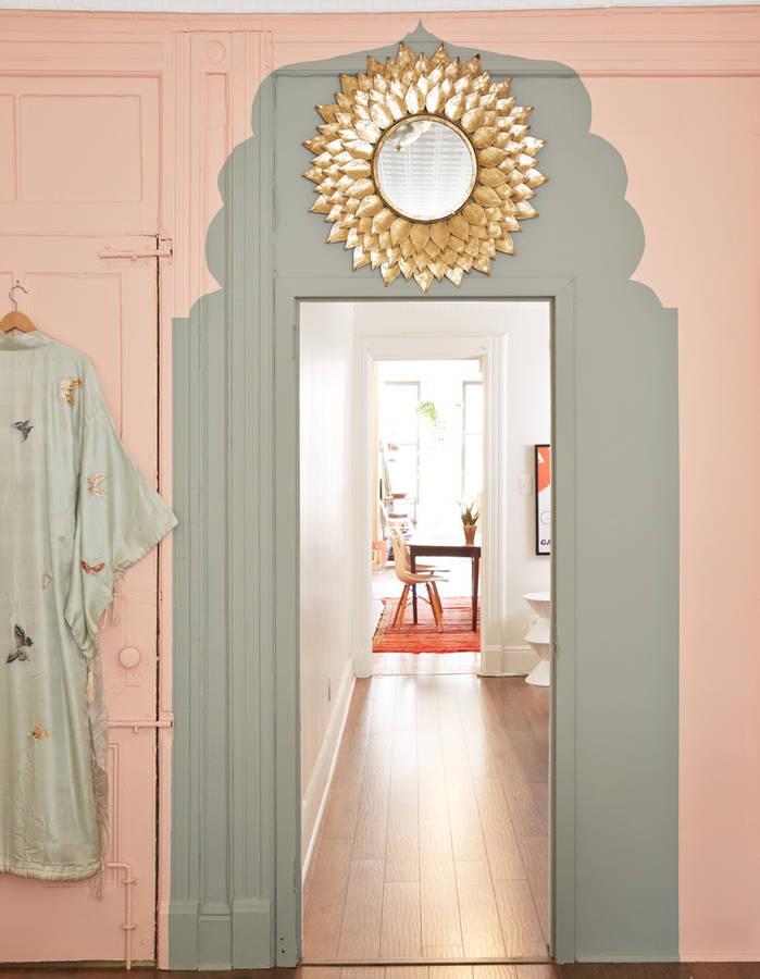 Peindre son couloir en couleur l astuce d co parfaite pour looker son int ri - Peindre encadrement de porte ...
