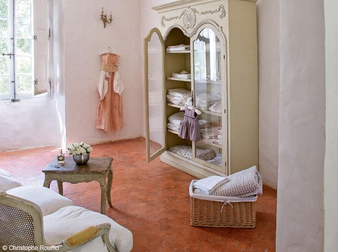 gros plan sur les tomettes elle d coration. Black Bedroom Furniture Sets. Home Design Ideas