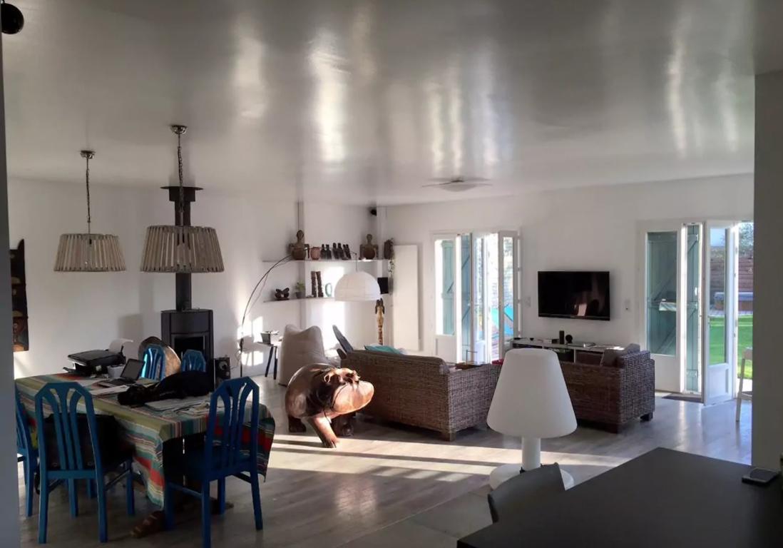 Airbnb le de r 25 villas lofts et appartements de r ve louer sur l le de r elle for Decoration maison ile de re
