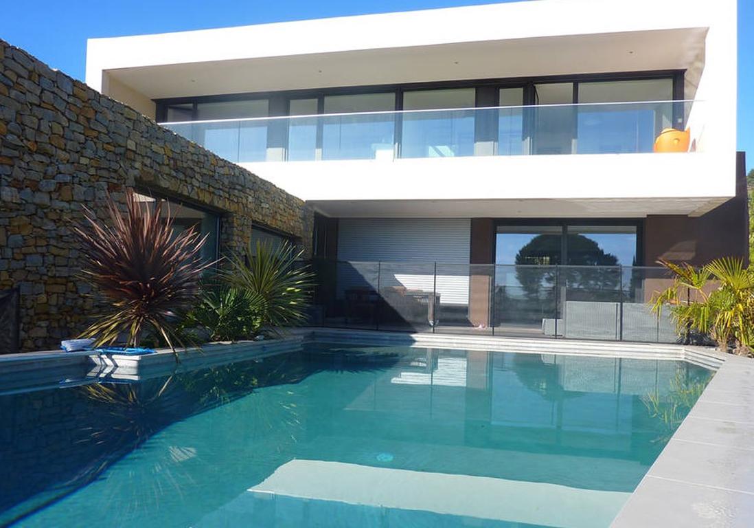 Airbnb cassis 20 villas bastides et maisons de r ve for Piscine cassis
