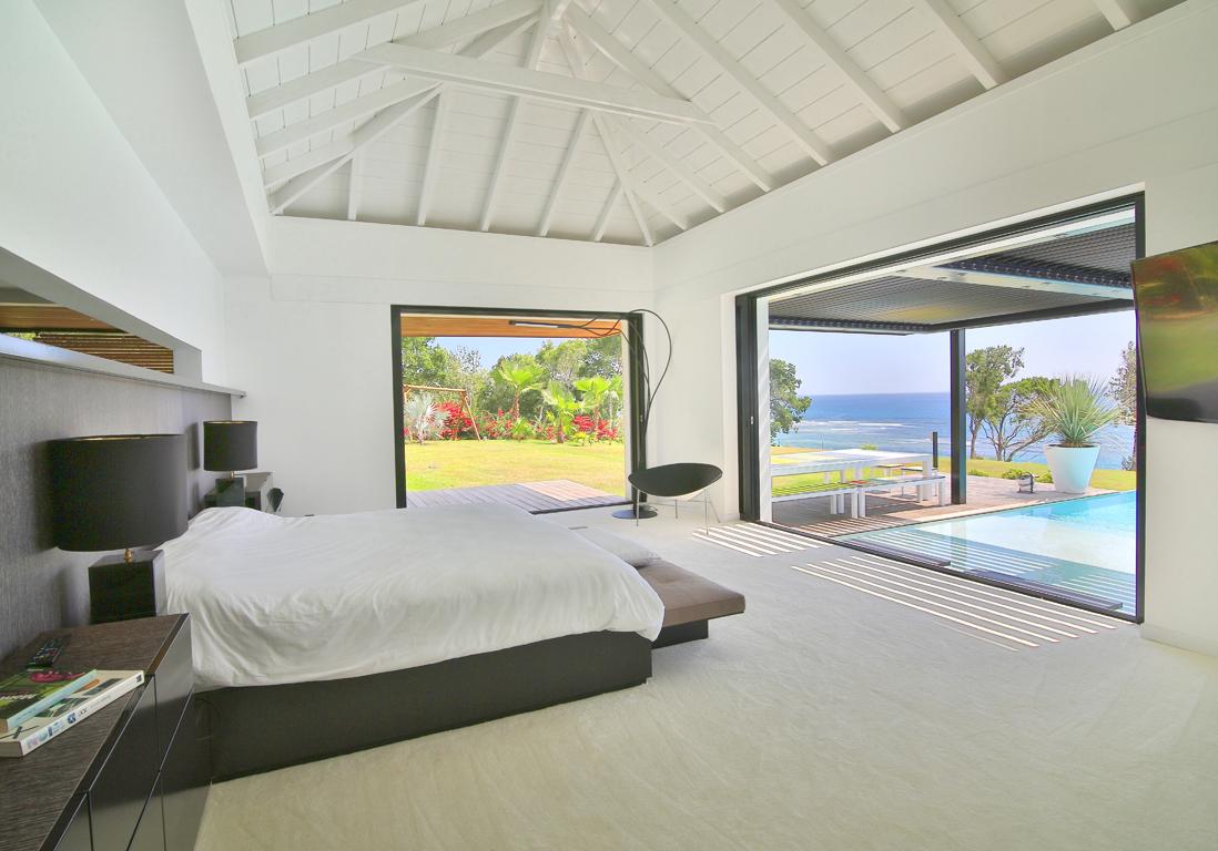 Une villa paradisiaque en guadeloupe elle d coration for Hotel avec piscine dans la chambre