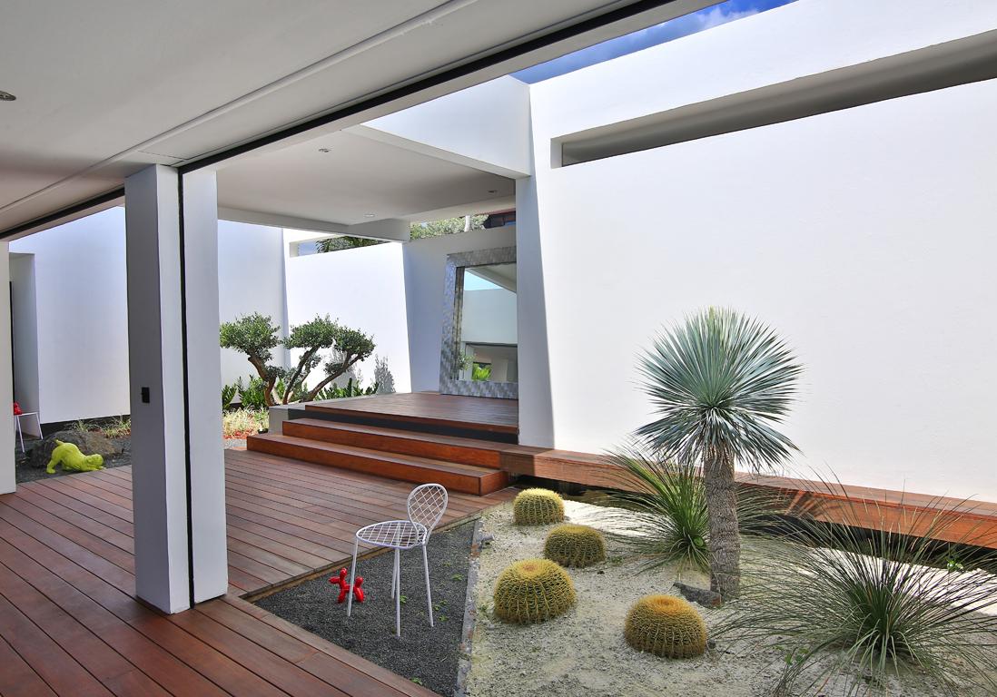 une villa paradisiaque en guadeloupe elle d coration. Black Bedroom Furniture Sets. Home Design Ideas