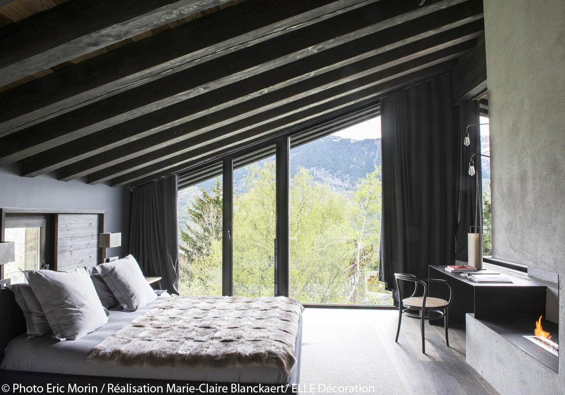 chalet contemporain avec mat riaux naturels courchevel un chalet imposant enracin dans la. Black Bedroom Furniture Sets. Home Design Ideas