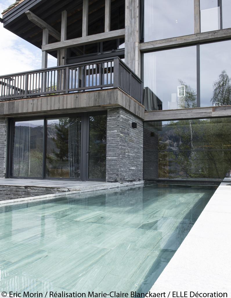 Chalet contemporain avec mat riaux naturels courchevel for Chalet a la montagne avec piscine