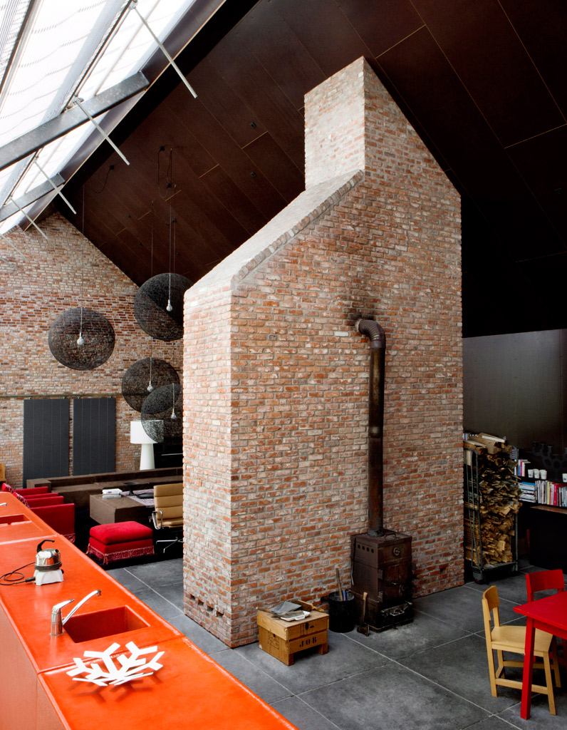 L 39 ancienne ferme design d 39 hans lensvelt elle d coration for Decoration maison a l ancienne