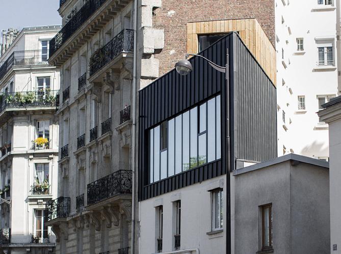 Visite d une dr le de maison en triangle elle d coration for Decoration maison de ville
