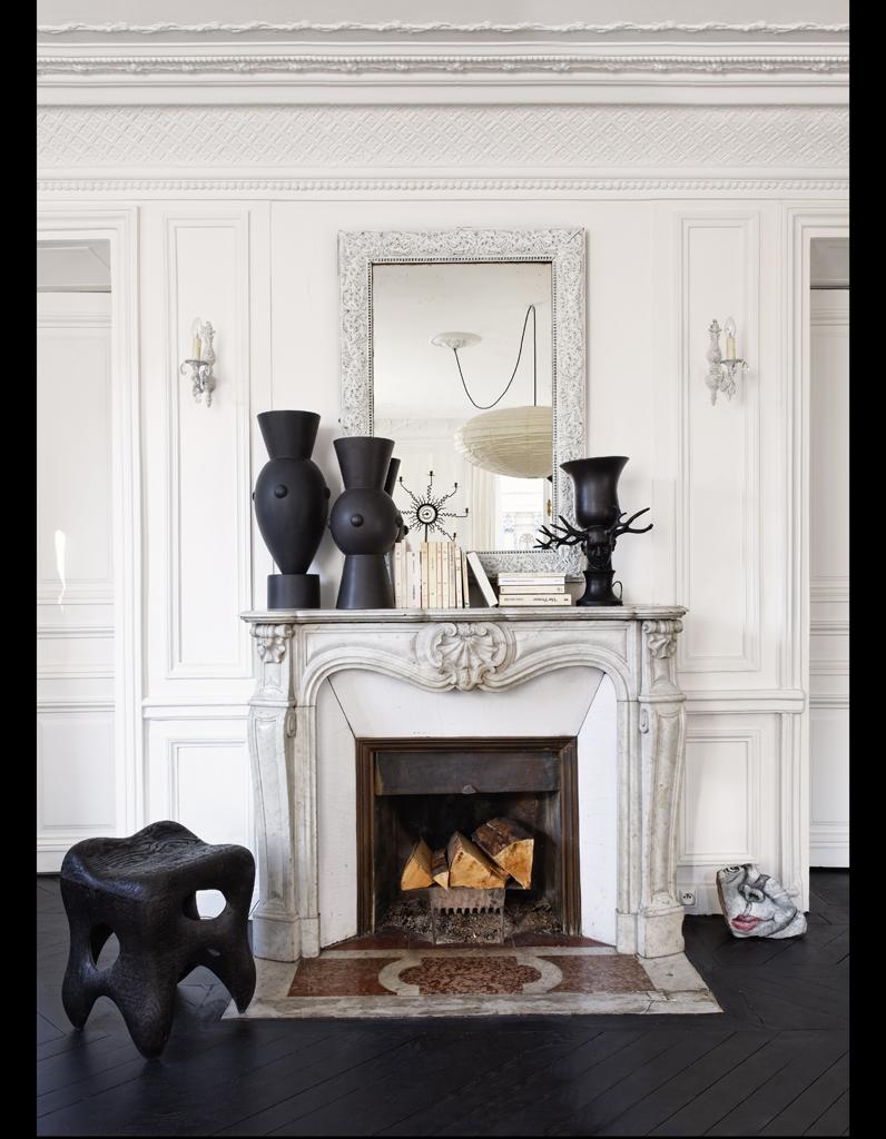 Visite un appartement haussmannien relook en noir et for Plein jour fenetre