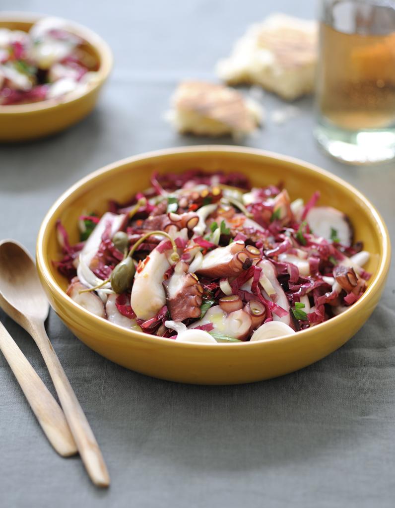 Salade de poulpe pour 4 personnes recettes elle table - Telematin recette cuisine france 2 ...