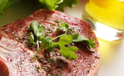 Marinades pour viandes rouges et gibiers recettes elle table - Marinade pour gibier ...