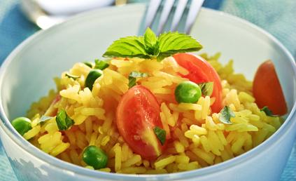 salade de riz safran au thon pour 6 personnes recettes elle table. Black Bedroom Furniture Sets. Home Design Ideas