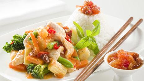 wok de poulet aux l gumes pour 4 personnes recettes elle table. Black Bedroom Furniture Sets. Home Design Ideas