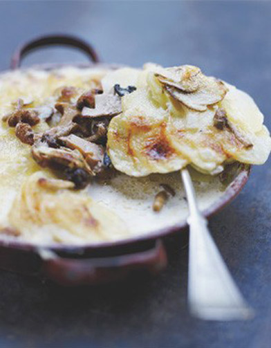 gratin dauphinois aux champignons m lang s 30 recettes pour tre fondues de fromage elle table. Black Bedroom Furniture Sets. Home Design Ideas