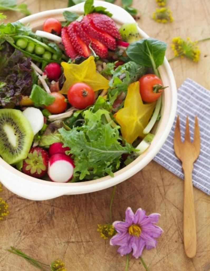 salade de saison 45 recettes qui font le printemps elle table. Black Bedroom Furniture Sets. Home Design Ideas