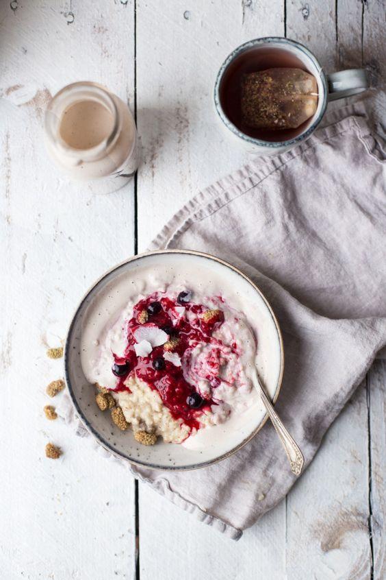 porridge aux baies s ch es oatmeal 7 id es aux flocons d 39 avoine pour un petit d jeuner qui. Black Bedroom Furniture Sets. Home Design Ideas