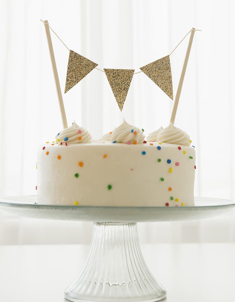 10 id es pour sublimer vos g teaux d anniversaire elle table Idee gateau anniversaire