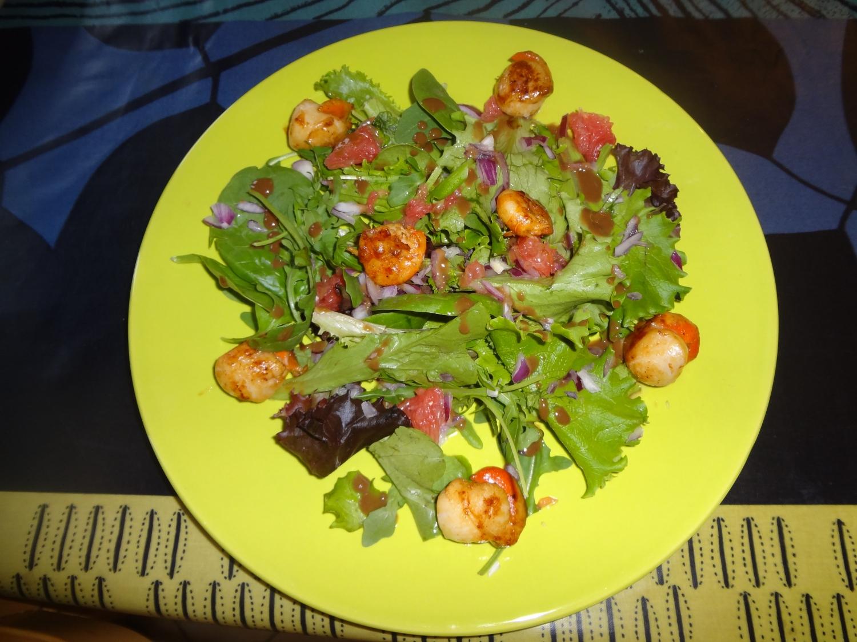 salade de saint jacques crevettes et pamplemousse pour 4 personnes recettes elle table. Black Bedroom Furniture Sets. Home Design Ideas