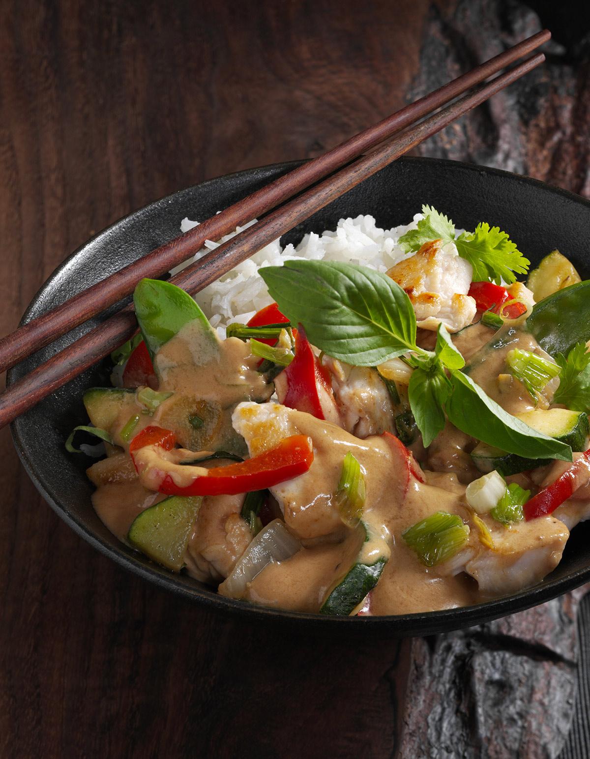 Aiguillettes de poulet au curry pour 4 personnes recettes elle table - Cuisiner aiguillette de poulet ...