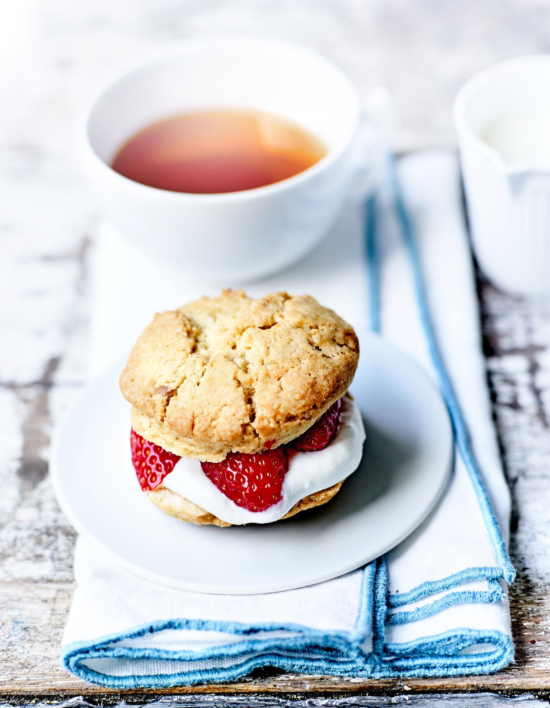 Biscuits cr me fouett e fraises pour 4 personnes recettes elle table - Site de recettes cuisine ...