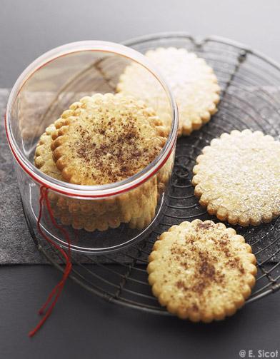 Biscuits sabl s amandes ou noisettes pour 8 personnes recettes elle table - Cuisine des sables voiron ...