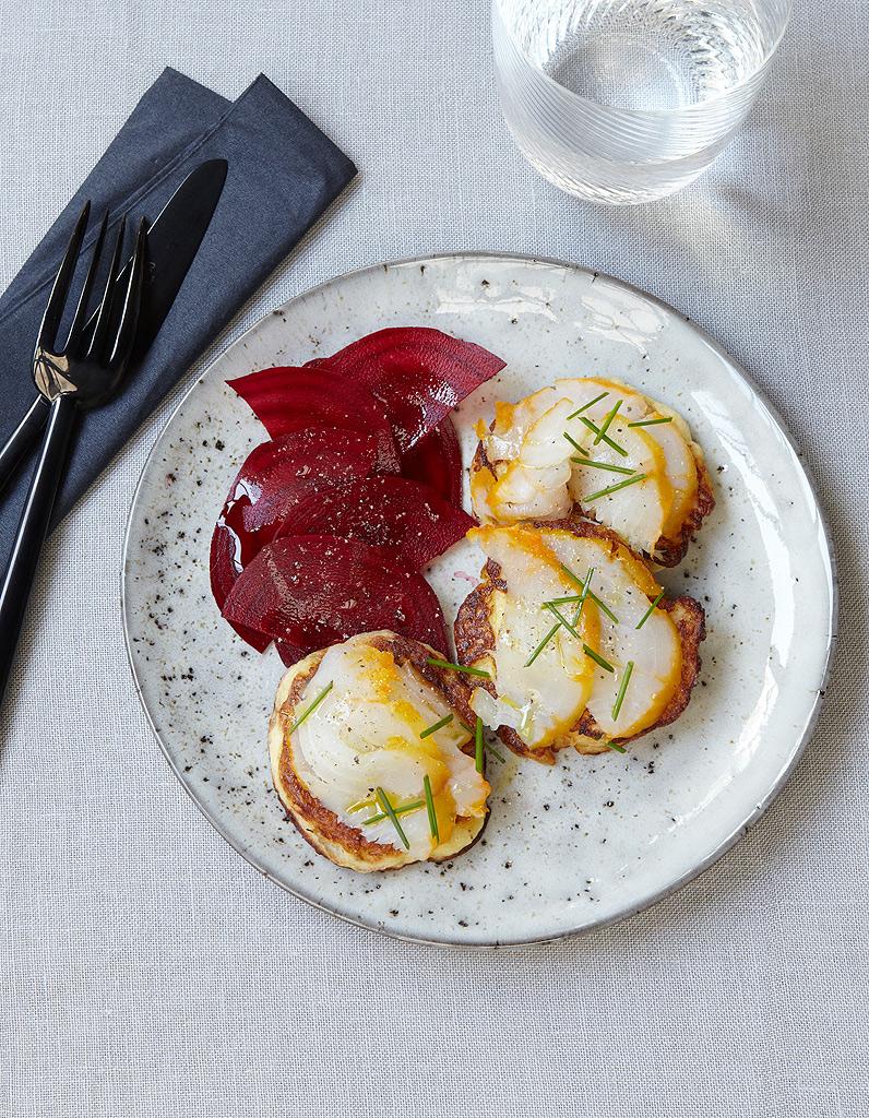 blinis de pommes de terre haddock et betterave pour 4 personnes recettes elle table. Black Bedroom Furniture Sets. Home Design Ideas