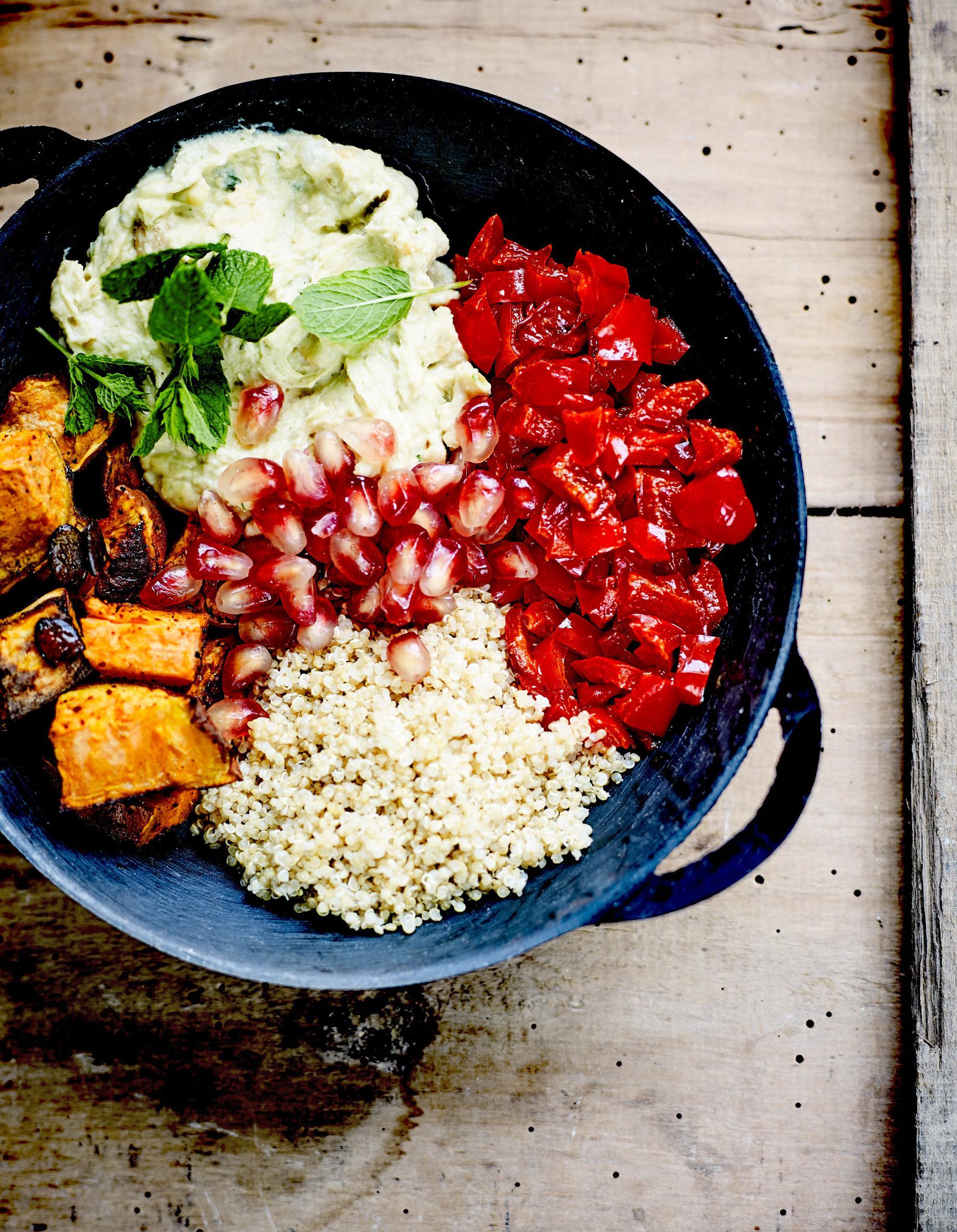 Buddha bowl patate douce poivron aigre doux et quinoa pour 4 personnes recettes elle table - Recette patate douce blanche ...