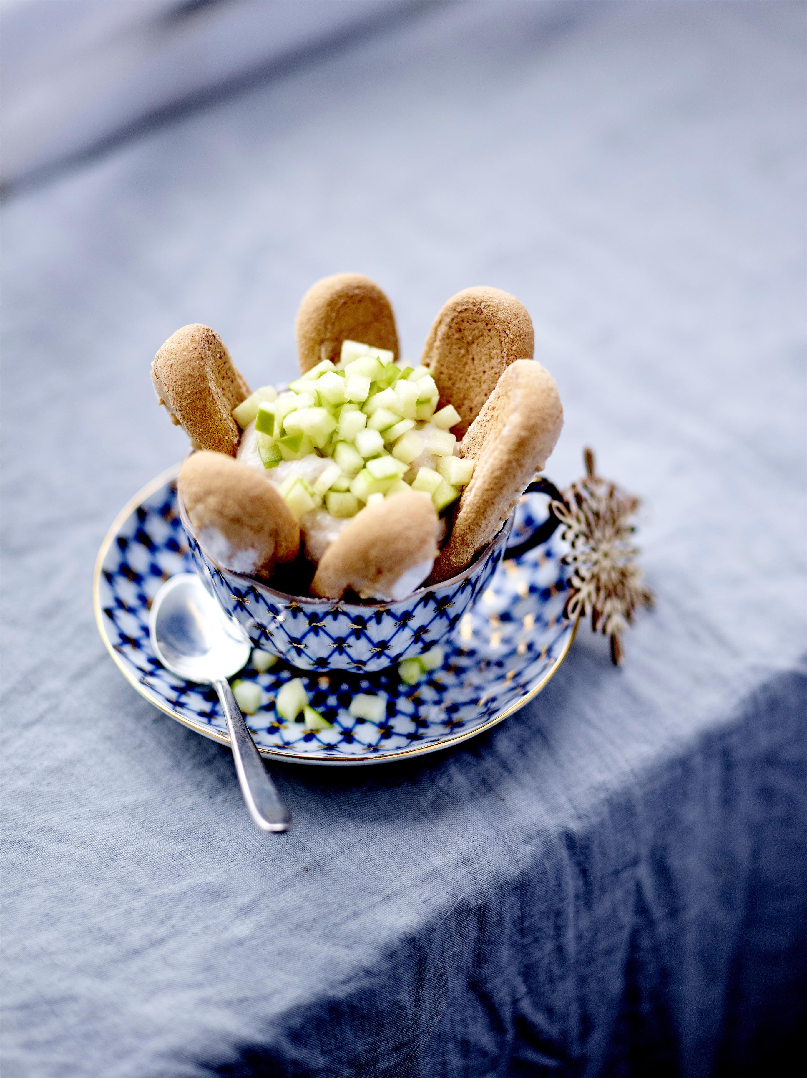 charlottines aux marrons glac s et pomme acidul e pour 4 personnes recettes elle. Black Bedroom Furniture Sets. Home Design Ideas