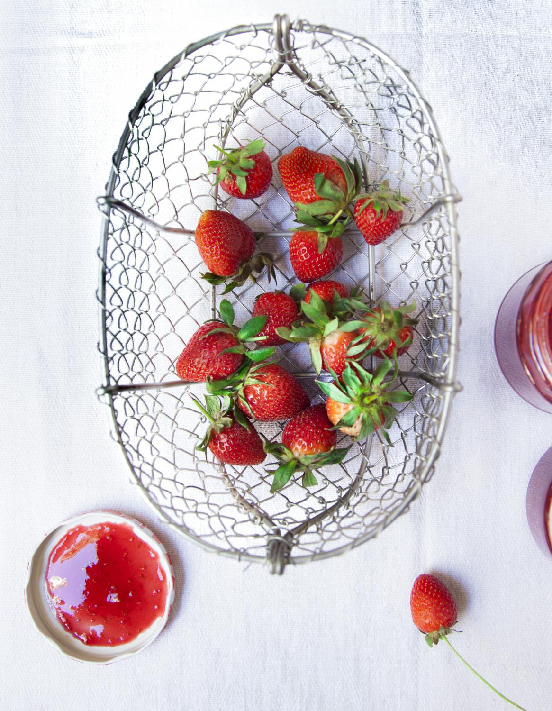 confiture fraise rose pour 10 personnes recettes elle table. Black Bedroom Furniture Sets. Home Design Ideas