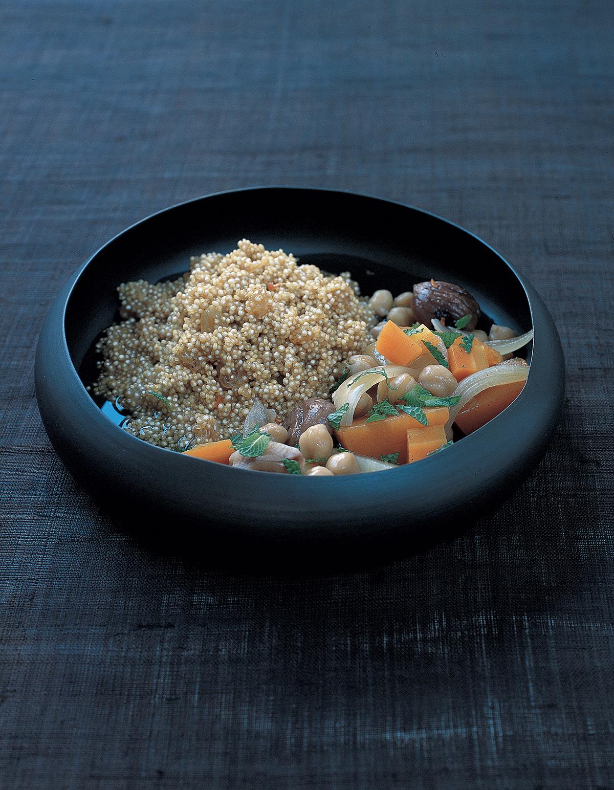 couscous de l gumes d 39 hiver au quinoa pour 4 personnes recettes elle table. Black Bedroom Furniture Sets. Home Design Ideas