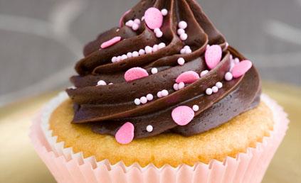 Cupcakes vanille chocolat pour 12 personnes recettes elle table - Recette de cupcake facile ...