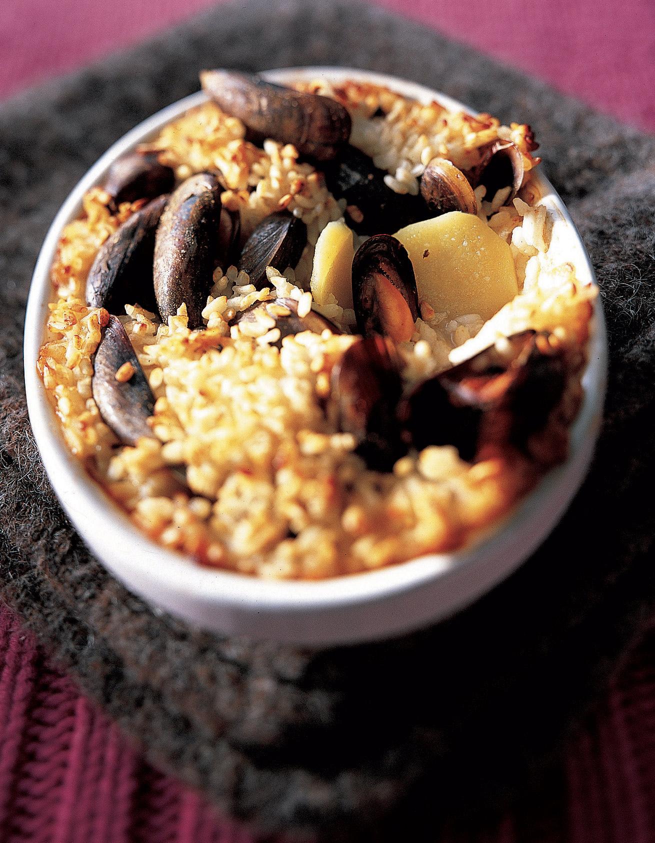 gratin de moules au riz et pommes de terre pour 4 personnes recettes elle table. Black Bedroom Furniture Sets. Home Design Ideas