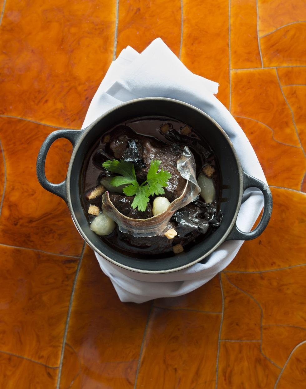 Joues de boeuf brais es en cocotte et champignons pour 6 personnes recettes elle table - Joue de boeuf prix ...