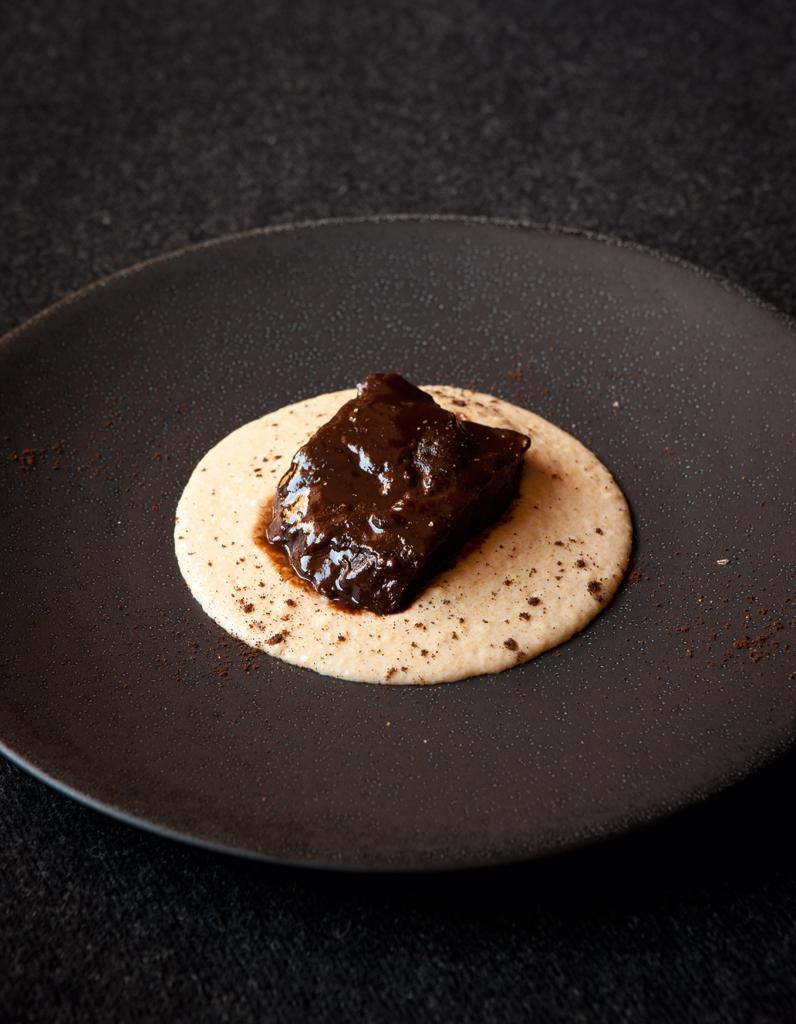 joues de boeuf polenta au caf du chef emmanuel renaut pour 6 personnes recettes elle table. Black Bedroom Furniture Sets. Home Design Ideas