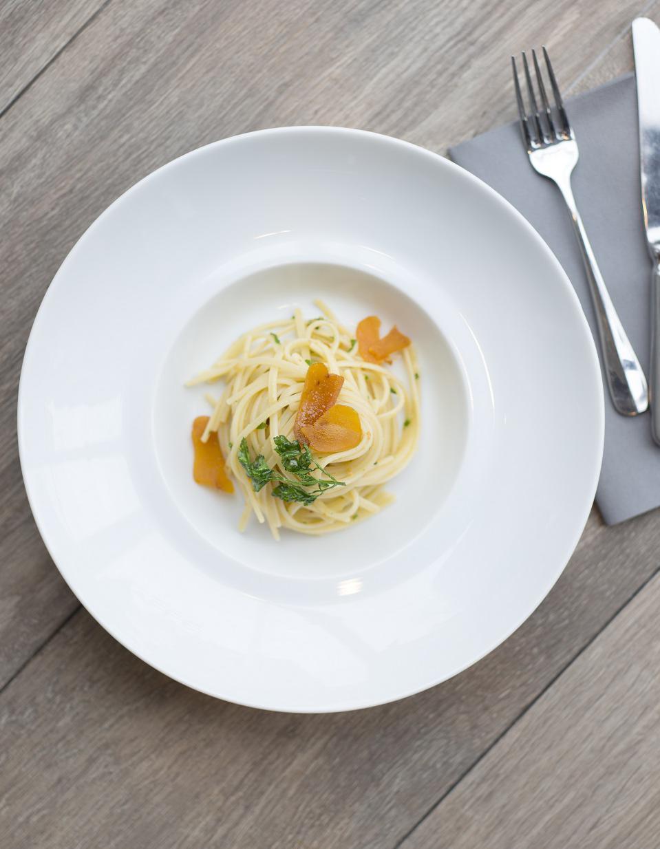 Linguine la poutargue et persil pour 2 personnes recettes elle table - Sites de recettes de cuisine ...